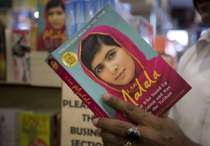 Malala intenta llegar a su poblado natal