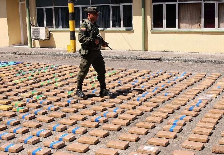 Incautan 399 kilos de cocaína en un río de la Amazonía colombiana