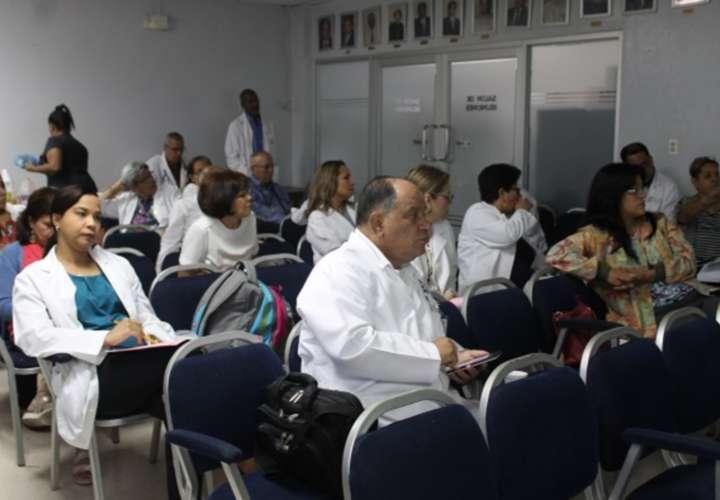 Médicos analizan anteproyecto sobre mala praxis