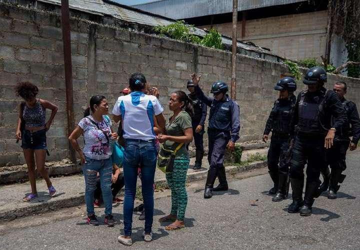 Oposición venezolana solicita a ONU investigar fuego con 66 reos muertos
