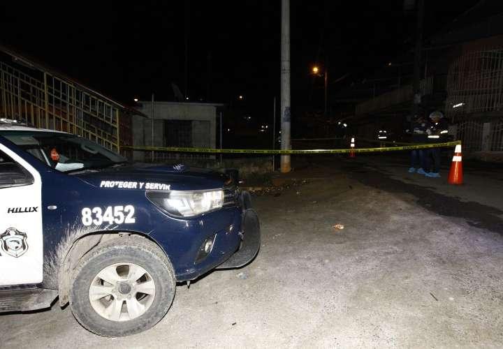 Joven muere acribillado en Alcalde Díaz