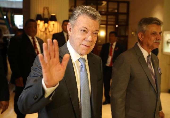 Santos pone a Colombia como un ejemplo de transparencia en obras