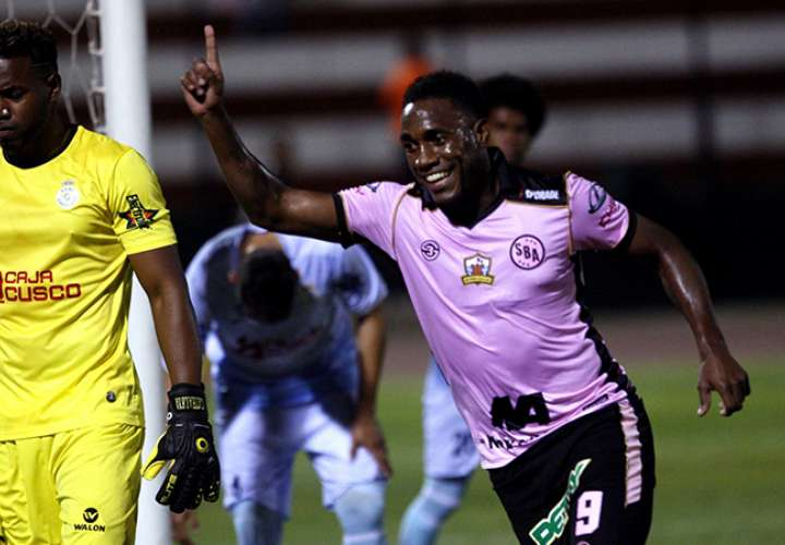 El panameño Luis 'Matador' Tejada anotó su sexto gol de la campaña en Perú