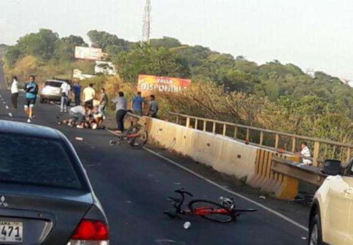Colisionan a cinco ciclistas en la autopista Arraiján -La Chorrera