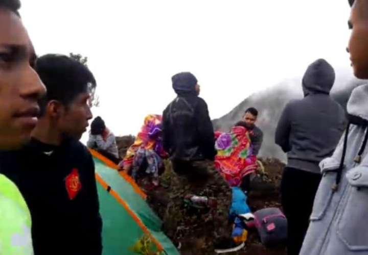 Rescatan a turistas y guía extraviados en volcán Barú