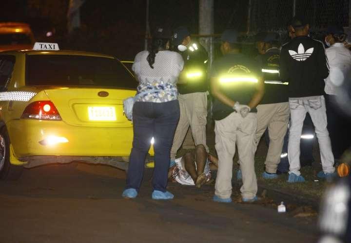 Un acribillado y taxista asesinado