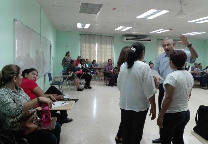 Educadores de centro básico de La Chorrera se van a paro