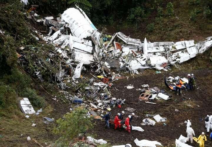 Así quedó el avión de la aerolínea Lamia./ Foto AP