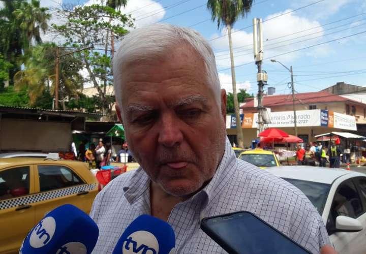 Vistas de Mario Martinelli, hermano del expresidente Ricardo Martinelli a su llegada al hospital Santo Tomás.  Foto: @jeandiaz1331
