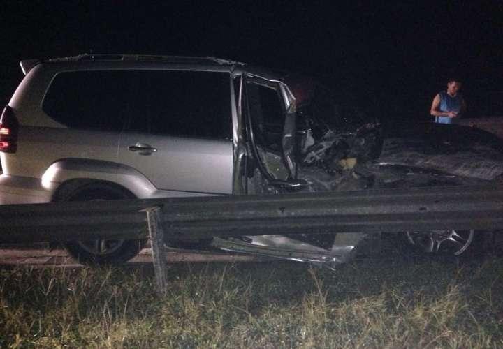 El Ministerio Público realizó el allanamiento a un vehículo camioneta Lexus con placa 710672 colisionado y abandonado en el km28 de la autopista Panamá-Colón.  Foto: @PGN_PANAMA