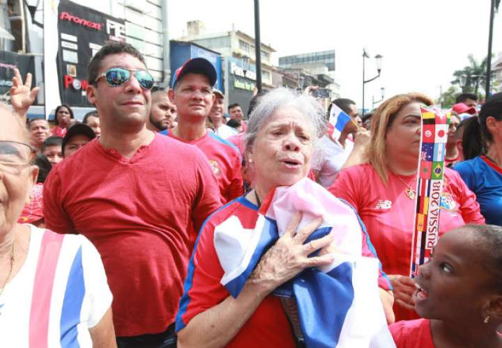 Una adulta mayor lloró de orgullo. Foto: Anayansi Gamez