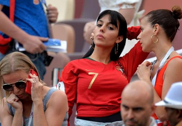 Georgina Rodríguez revoluciona Moscú animando a Cristiano Ronaldo
