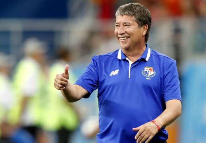 El entrenador cafetero Hernán Gómez. Foto:EFE