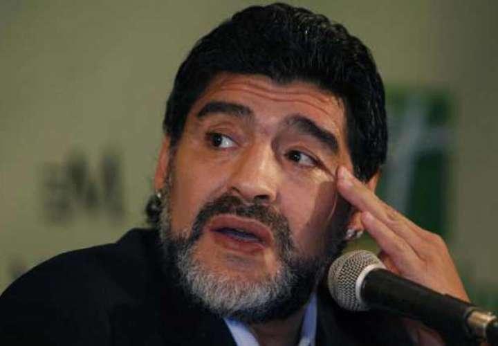 FIFA rechaza las críticas de Diego Maradona contra el árbitro Mark Geiger