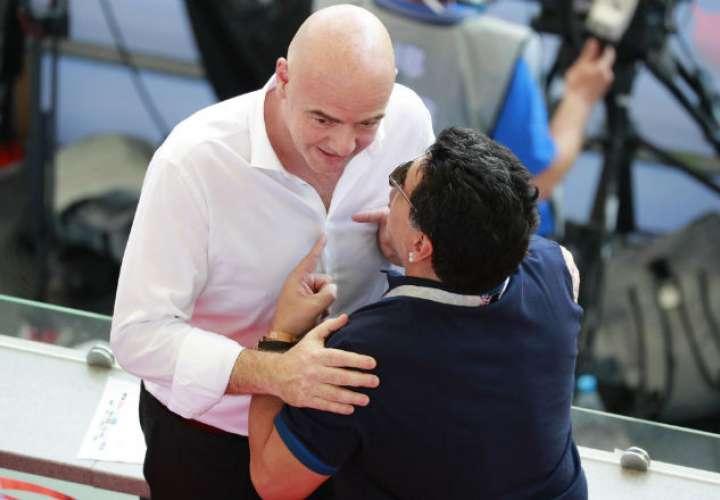 Diego Maradona recula y le pide disculpas a la FIFA