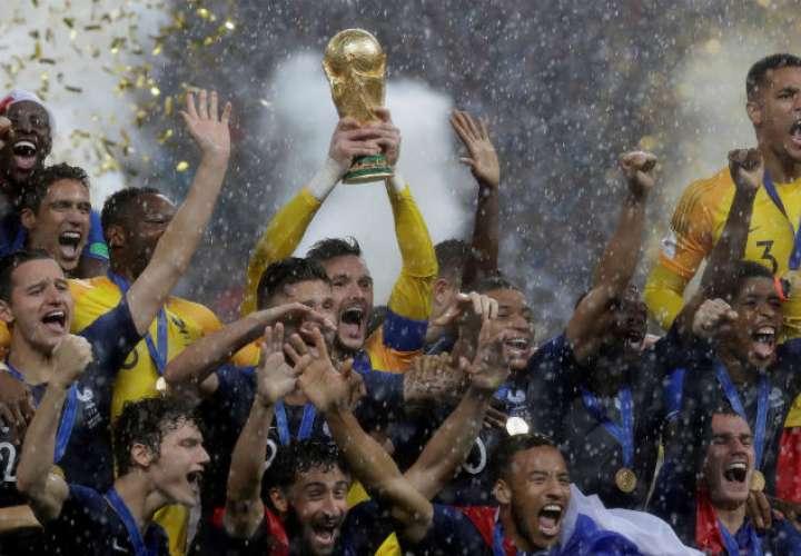 Los jugadores de Francia celebrando su gran triunfo. Foto: EFE