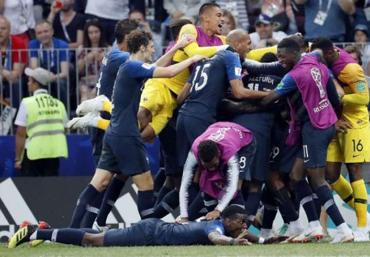 Los jugadores de Fraancia celebrando la final del Mundial. Foto:EFE