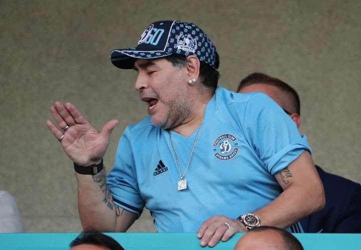Diego Maradona rechazó la idea de que Javier Zanetti ayude a reestructurar la AFA. Foto: EFE