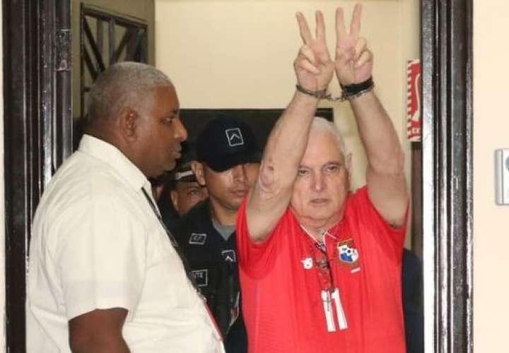 Ricardo Martinelli envía felicitaciones a los panameños por el nuevo año