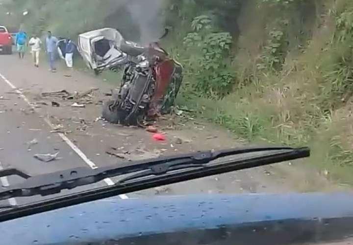 Colisión y vuelco en la autopista deja un herido