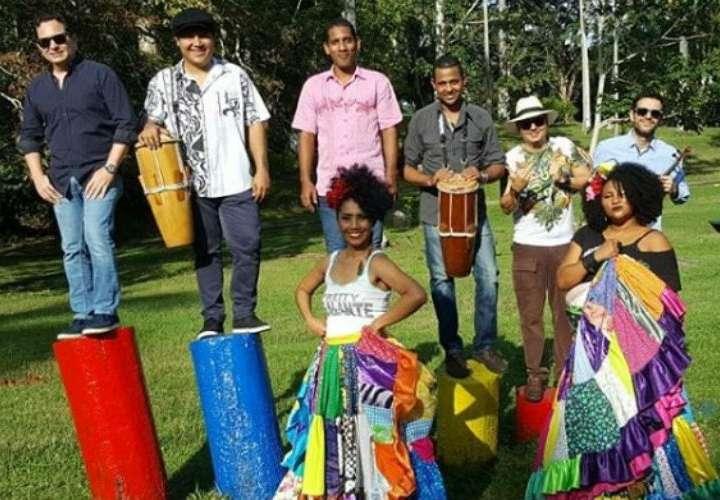 Miroslava Herrera está convencida que el tambor transmite un mensaje cultural