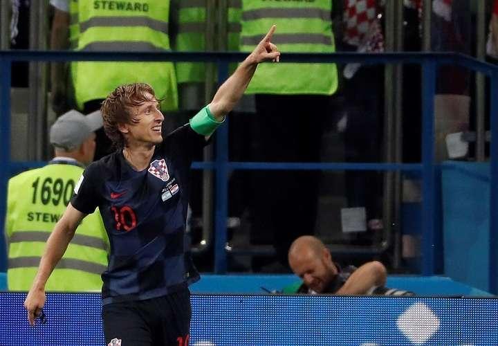 Luka Modric celebra tras marcar el 2-0 durante el partido Argentina-Croacia,. Foto: EFE