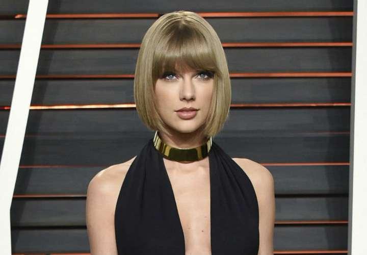 Taylor Swift dona $15.500 a admiradora para gastos médicos de su madre