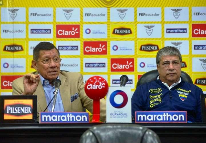 """Hernán Darío """"Bolillo"""" Gómez dio la convocatoria hoy miércoles. Foto: FEF"""