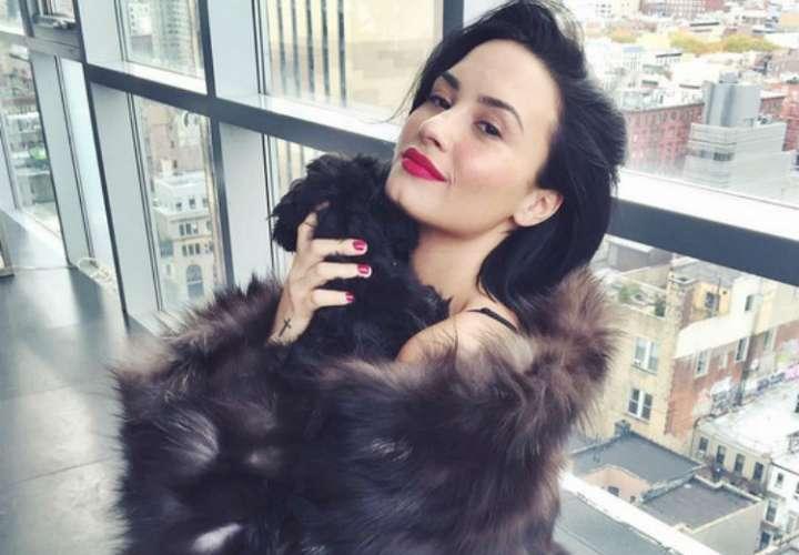 Diseñador ayuda a Demi Lovato a mantenerse sobria