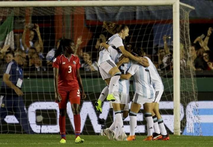 Argentina goleó a Panamá y toma una importante ventaja en repesca mundialista