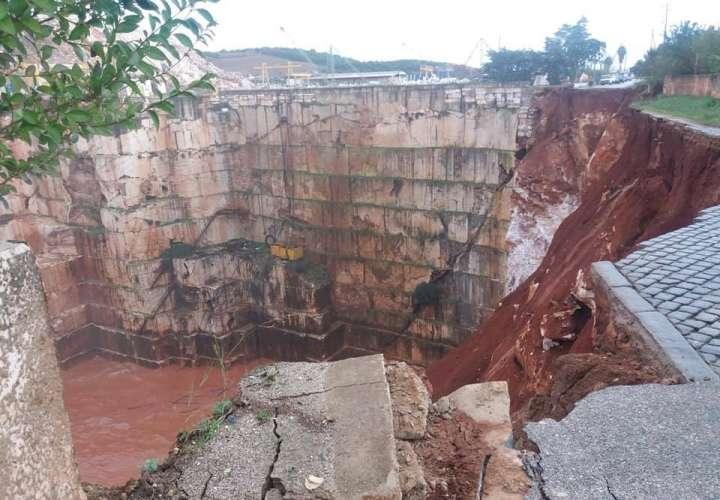 Vista general de los daños en un tramo de la carretera Nacional 255 que une Vila Viçosa a Borba, en el Alentejo. Foto: @manuelrosa_