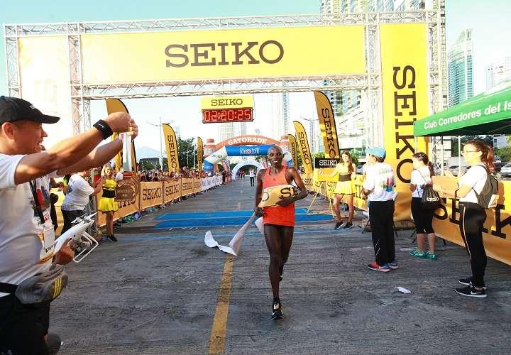 Keniano Simón Kariuki reinó en la Maratón Internacional de Panamá