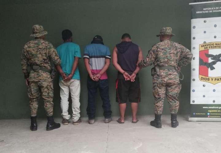 Detienen a tres coyotes panameños en Darién