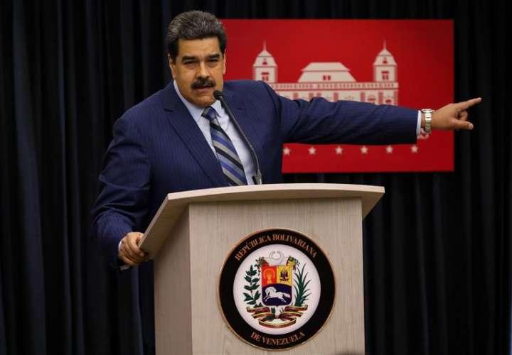 El presidente venezolano, Nicolás Maduro, habla durante una rueda de prensa, hoy en la Sala de Prensa Simón Bolívar, del palacio de Miraflores en Caracas (Venezuela). EFE