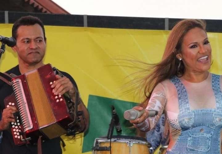 Samy y Sandra prendieron Antón con su tema de Carnaval