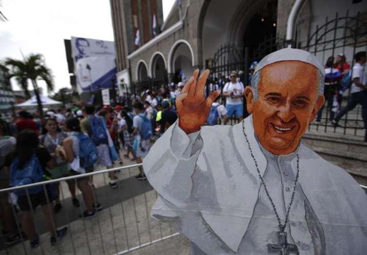 Peregrinos y panameños en las calles para recibir al papa Francisco (Fotos)