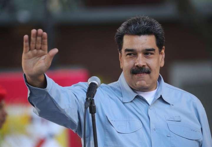 El presidente de Venezuela, Nicolás Maduro, habla durante un acto este jueves en la Plaza de Bolívar, en Caracas (Venezuela). EFE
