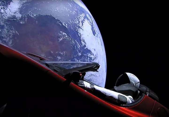 ¡Increíble! ¿En dónde está el auto que lanzaron al espacio?