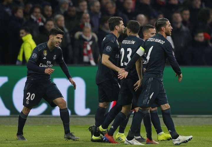Marco Asensio (izq.) luego de la celebración por su gol. /Foto AP