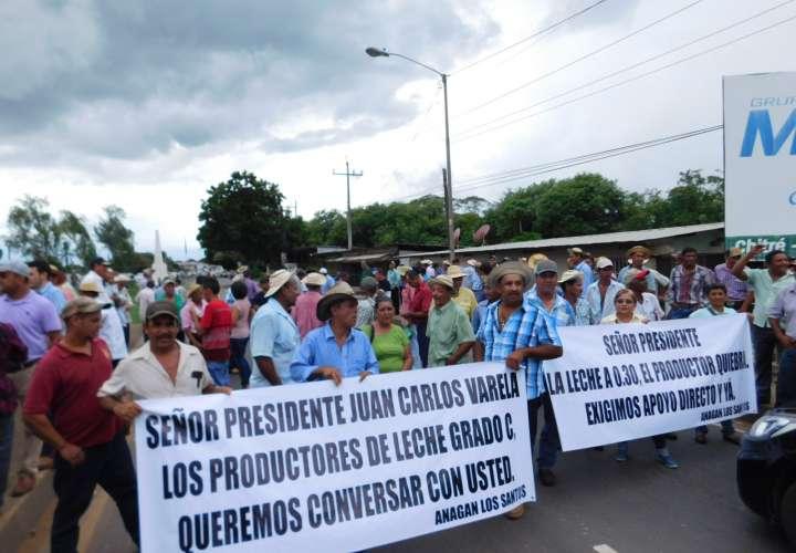 Ministro Carles: Protestas de productores son innecesarias
