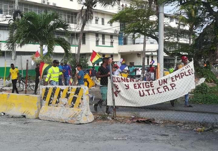 Los manifestantes también se tomaron las instalaciones de Colón 2000. Foto: Diómedes Sánchez