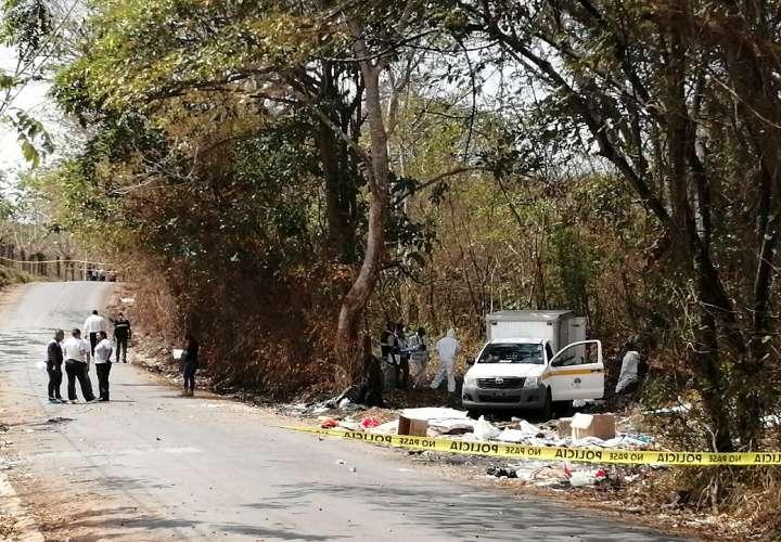 Sitio en donde fue encontrado el cuerpo del taxista Jorge Castillero en la vía hacia Playa Chiquit.a en La Chorrera. Foto: Eric Montenegro