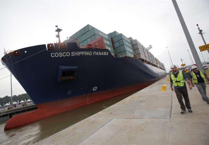 Por el Canal de Panamá pasa cerca del 6 % del comercio mundial y se conectan más de 140 rutas marítimas y 1.700 puertos en 160 países. EFE/Archivo