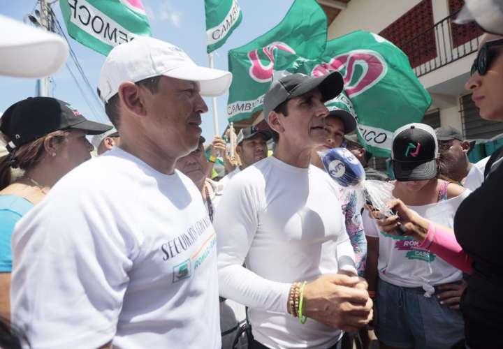 Rómulo Roux y Luis Casís se tomaron los carnavales en el interior