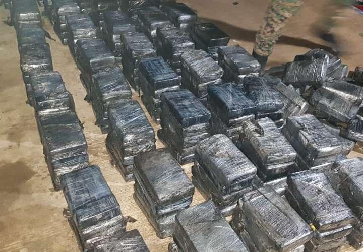 Sacan 359 paquetes de droga en Guna Yala