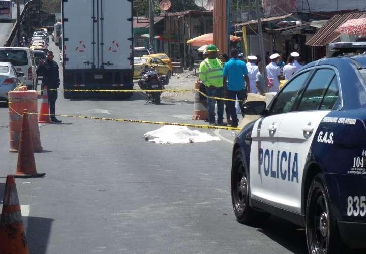 Los conductores que pasaban por el lugar se detenían para fotografiar la escena o grabar videos. Foto: Landro Ortiz