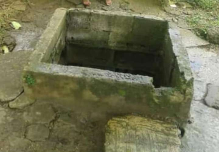 Toman agua de pozo contaminada en Colón