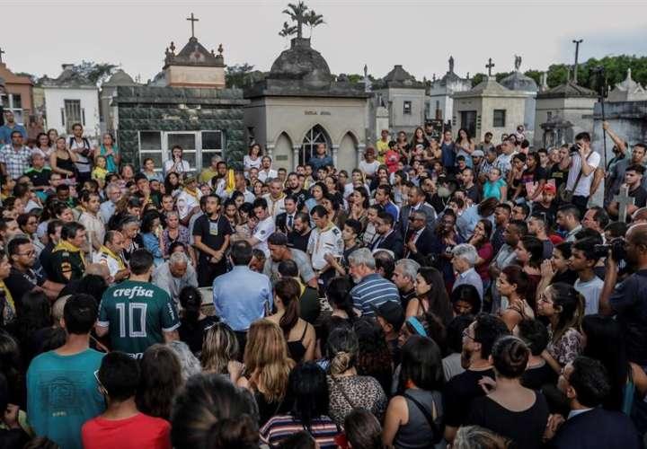 Vistas del sepelio de del estudiante Samuel Melquiades de Oliveira, una de las víctimas del tiroteo perpetrado en escuela de Suzano, este de Sao Paulo, Brasil. EFE