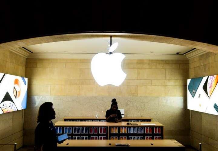 Los nuevos dispositivos de la compañía de la manzana mordida se pueden comprar por internet a partir de este mismo lunes. Foto: EFE