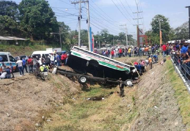 Un muerto y más de 30 heridos en accidente de 'diablo verde'